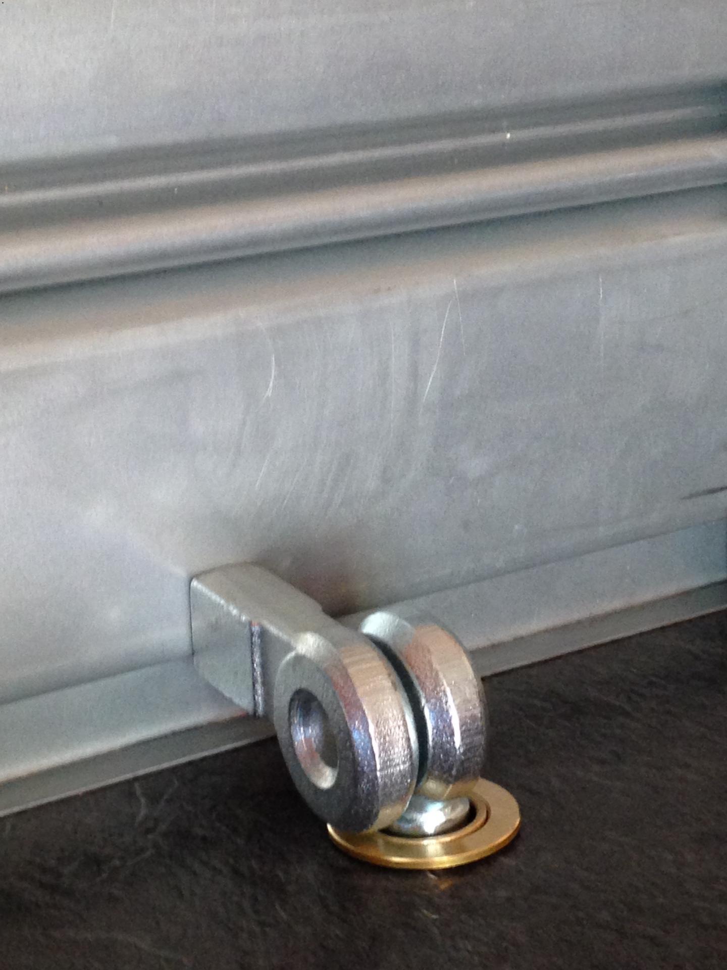 Porte cadenas viro 695 pour rideaux metalliques serrure for Porte en fer pour garage