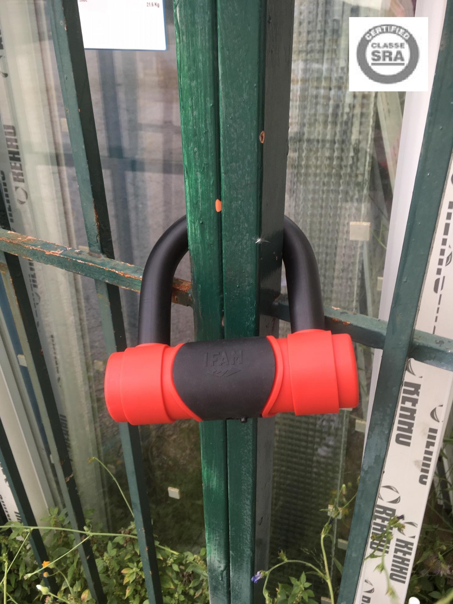 Cadenas antivol ifam pour grille de magasin grille acier extensible et portail