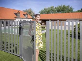 Ferme portail portillon grille acier locinox lion