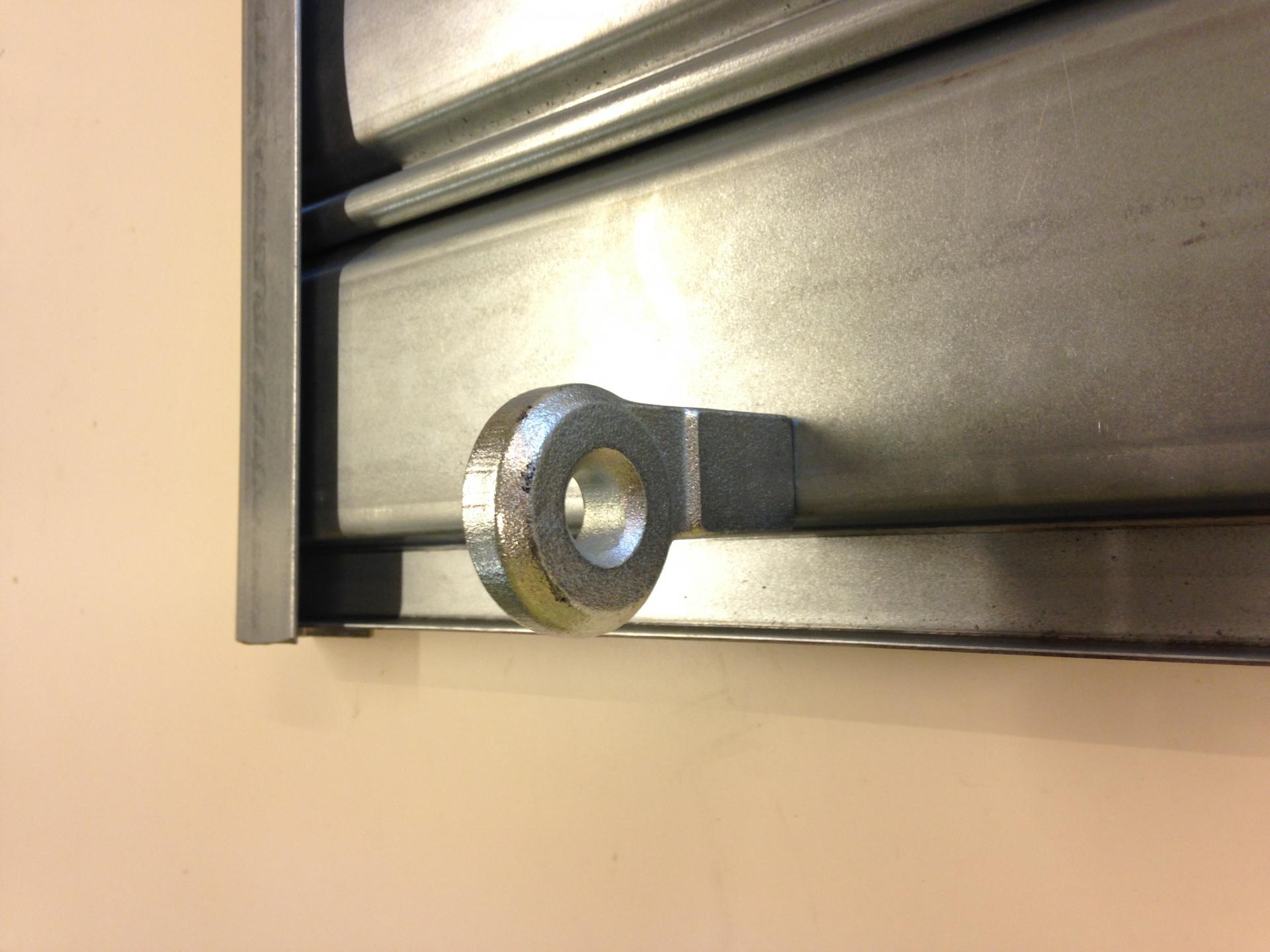 Porte cadenas viro 695 pour rideaux metalliques 1
