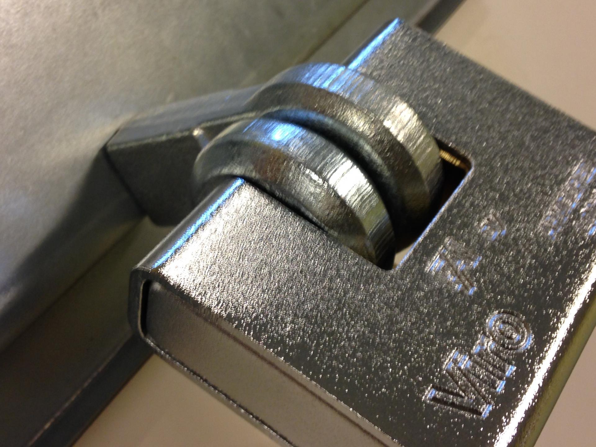 Porte cadenas viro 695 pour rideaux metalliques et portes de garage