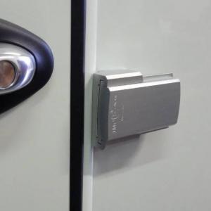 Serrure de securite pour la porte chauffeur des camping cars integral imc 1501