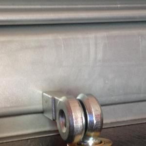 Serrure pour rideaux metalliques porte de garage viro 695