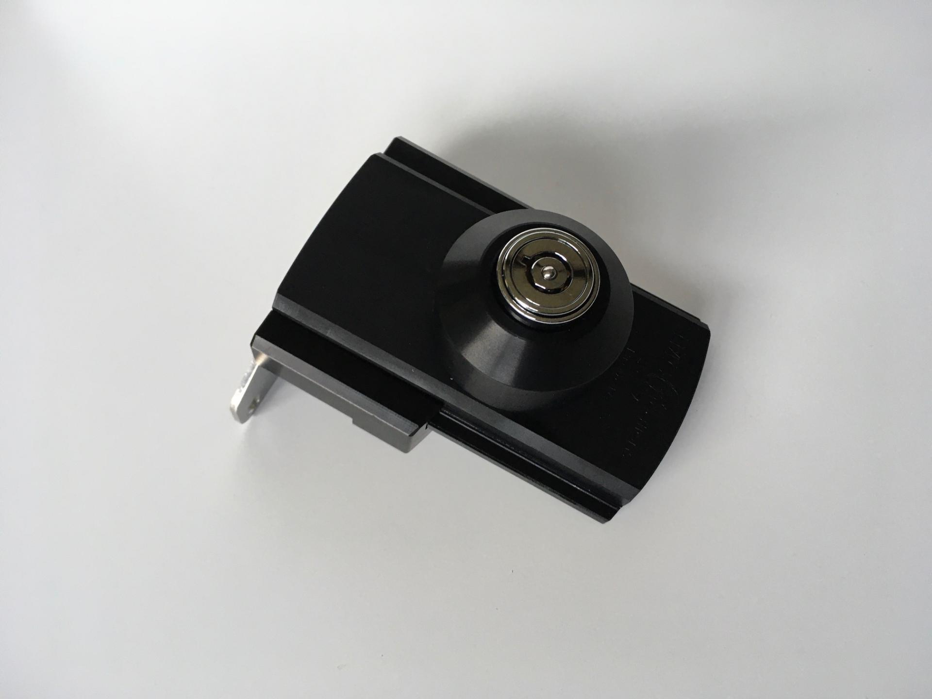 Serrure supplementaire imc 1956b noir pour les portes et coffres de camping car et caravane