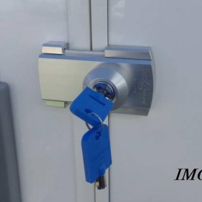 Verrou inversé pour coffre ou soute de camping-car, caravane, ambulance.  IMC 2100